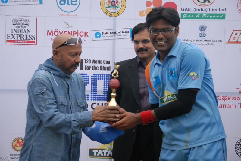 Ajay kumar Reddy receives Man of the match from Legendary cricketer Syed Kirmaanee and Mr. Choudhary, Founder Chairman-Global Consortium Pvt Ltd.